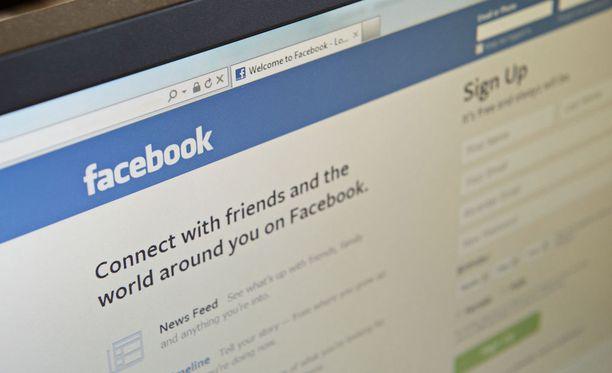 Facebook on paljastanut käyvänsä läpi linkit ja kuvat, joita Messenger-sovelluksen käyttäjät lähettävät viesteissä toisilleen.