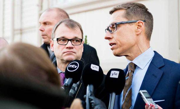 Suomalaiset jäävät tulorajojen ulkopuolelle perheenyhdistämisessä. Kuvassa pääministeri Juha Sipilä ja valtiovarainministeri Alexander Stubb.
