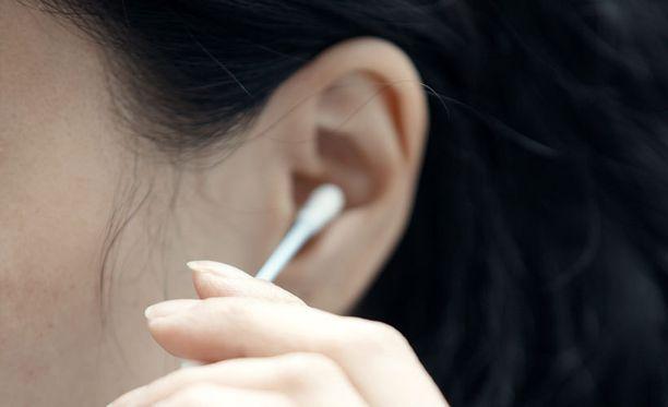 Korvaa ei kannata puhdistaa vanupuikolla.