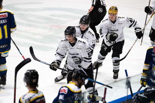 Markus Nurmi (edessä), Juuso Pärssinen ja Lauri Pajuniemi ovat TPS:n omien nuorten kärkikaartia.
