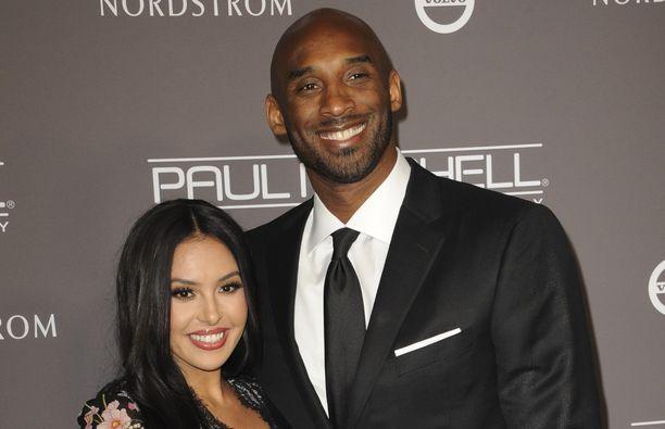 Vanessa Bryant kirjoitti Instagramissa koskettavasti kuolleesta rakkaastaan Kobe Bryantista ja parin edesmenneestä Gianna-tyttärestä.