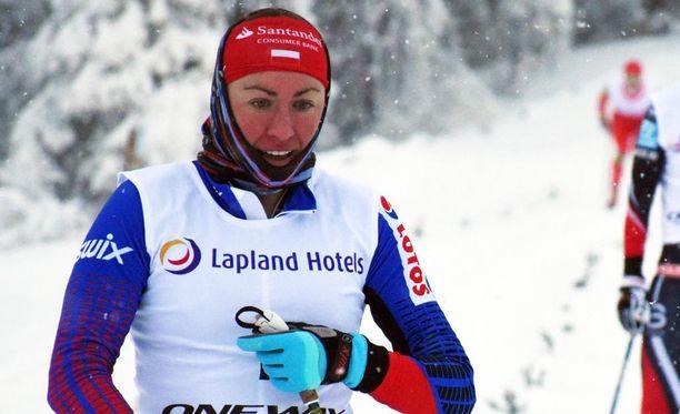 Justyna Kowalczyk oli vireessä Oloksen tykkikisoissa viime viikonloppuna. Hän voitti perinteisen hiihtotavan sprintin ja 10 kilometriä ennen Suomen maajoukkuenaisia.