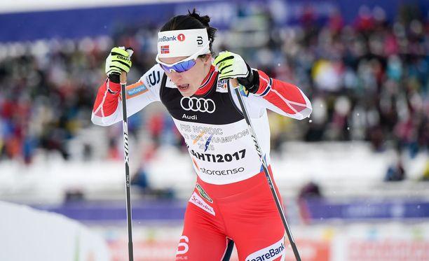 Marit Bjørgen ei selviytynyt sprintin välierään.