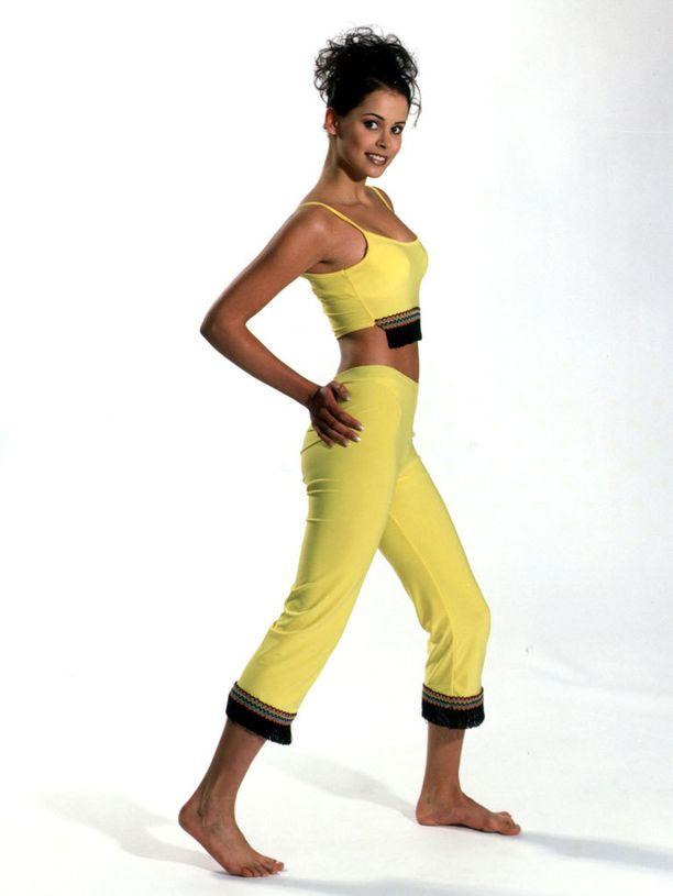Jenni kuului mallimamma Marjo Sjöroosin suojatteihin. Kuva Miss Suomi -kilpailun ajalta 2000.