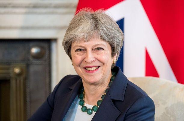 Pääministeri Theresa May hauskutti illallisilla.