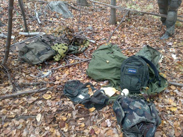 Poliisi julkaisi viime perjantaina kuvan tavaroista, joita Freinin uskotaan jättäneen metsään.