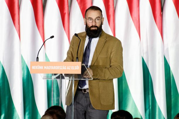 József Szájer on joutunut eroamaan EU-parlamentista.