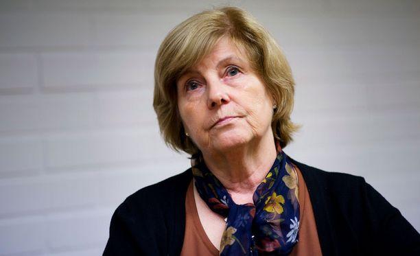 Perussuomalaisten kansanedustaja Lea Mäkipää tuomitsee avustajansa kirjoituksen.