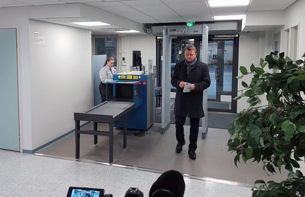 Jukka Toivakka saapui käräjäoikeuteen tiistaiaamuna.