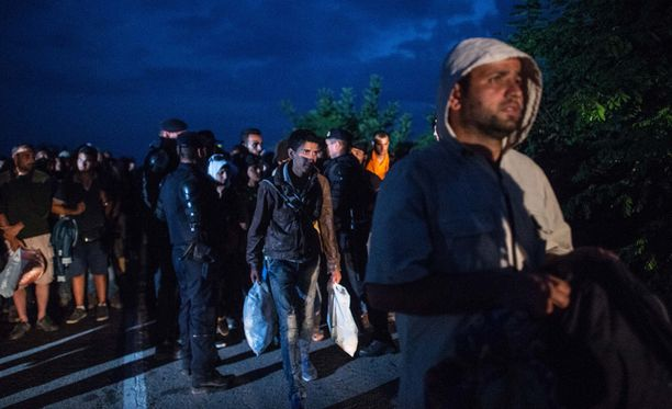 Unkariin tuli eilen yli 10 000 pakolaista ja Itävaltaan yli 8 000.