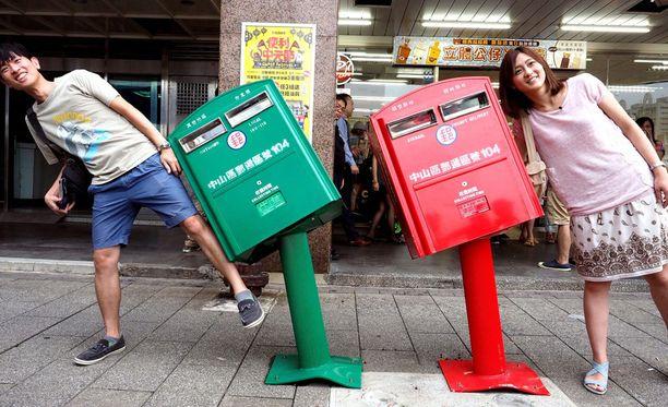 Vinot postilaatikot saavat ihmisetkin menemään vinoon.
