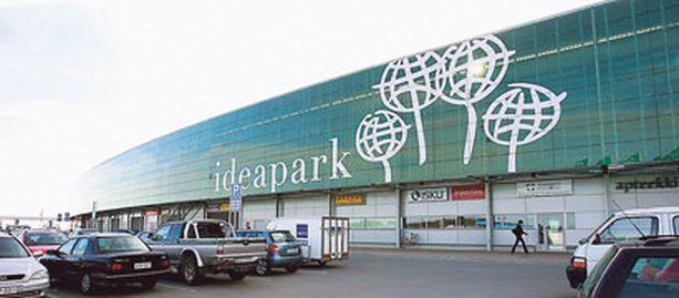 Puolalaiset työskentelivät Ideaparkin työmaalla vuonna 2006.