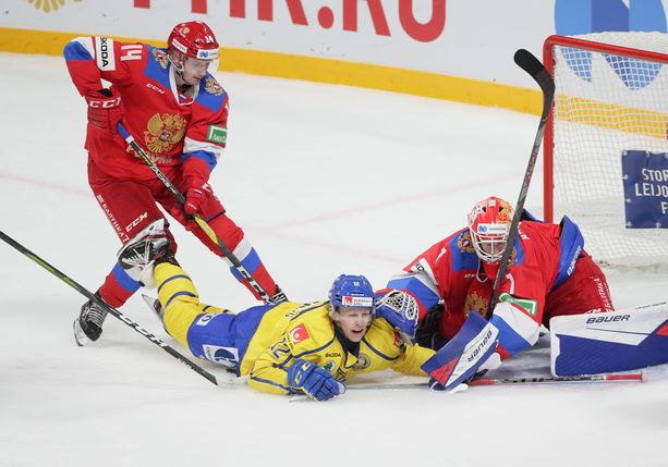 Venäjän maalivahti Jaroslav Askarov oli ruotsalaisille vaikea ohitettava, kuten Max Friberg sai todeta.