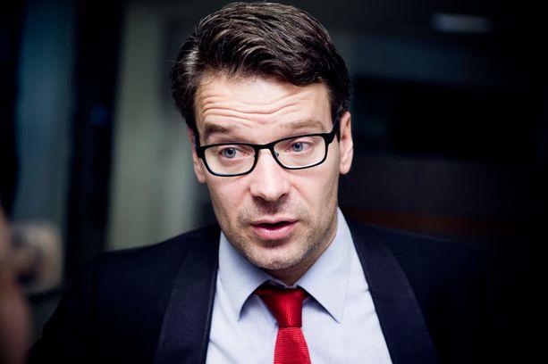 Ville Niinistö (vihr) kuittaili Paavo Arhinmäelle. Arkistokuva.