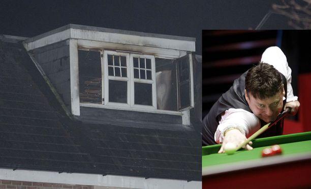 Snookerlegenda Jimmy Whiten asunto tuhoutui tulipalossa.