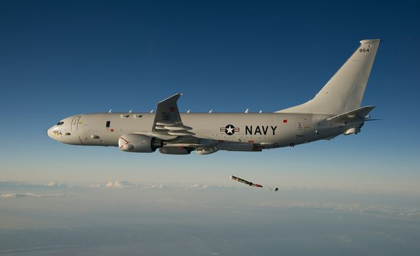 Sukellusveneiden jahtaaja. Amerikkalainen P-8 Poseidon merivalvontakone pudottaa vedenalaisen sonarin, jolla selvitetään sukellusveneiden sijainteja ja ääniä. Norjan hallitus päätti viime vuoden lopulla noin miljardin euron hankinnasta, jolla Norja aikoo tilata muun muassa viisi tällaista konetta.