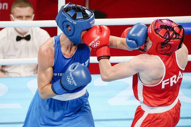 Mira Potkonen teki olympiahistoriaa nappaamalla pronssin. 40-vuotiaasta suomalaisesta tuli nyrkkeilyn olympiahistorian vanhin mitalisti.