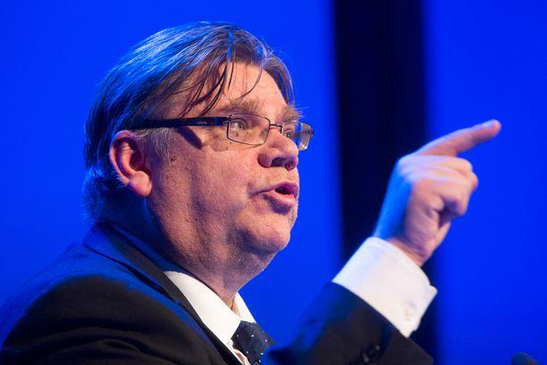 """Timo Soinin johtama perussuomalaiset tavoittelee eurovaaleissa """"superjytkyä"""" eli paikkamäärän kasvattamista yhdestä kolmeen."""