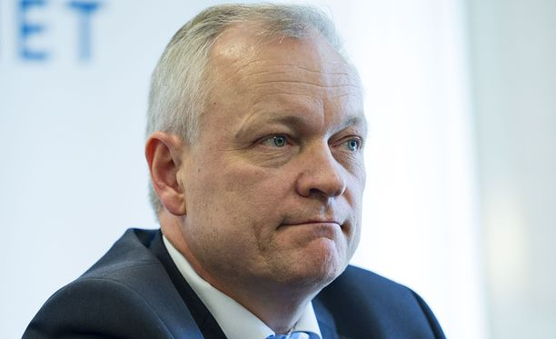 Kokoomuksen eduskuntaryhmän puheenjohtajan Kalle Jokisen ryhmän yhtenäisyyden pitäminen ei Sirkka-Liisa Anttilan mukaan toteutunut riittävällä tavalla.