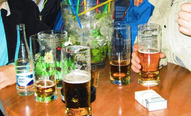 Baareissa myydyn alkoholin määrä on vähentynyt tasaisesti.
