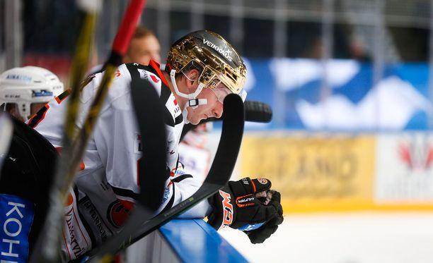 HPK:n kultakypärää vielä alkuviikosta kantanut Sakari Manninen pelaa loppukauden Kärpissä.