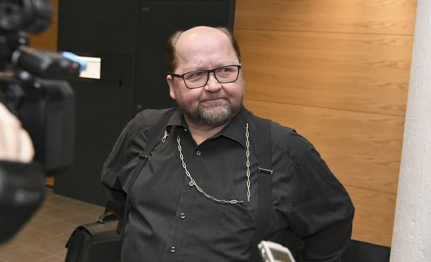 Isä Mitro Helsingin käräjäoikeudessa.