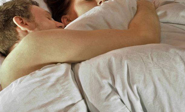 Osapuolilla oli reilusti yli puolentoista vuoden seurustelusuhde. Kuvituskuva, kuvan pariskunta ei liity tapaukseen.