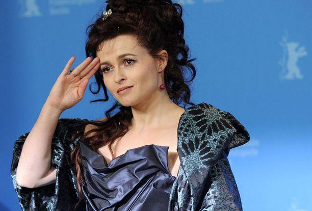 Helena Bonham Carterin menestyksekäs vuosi huipentui kunnianimitykseen.