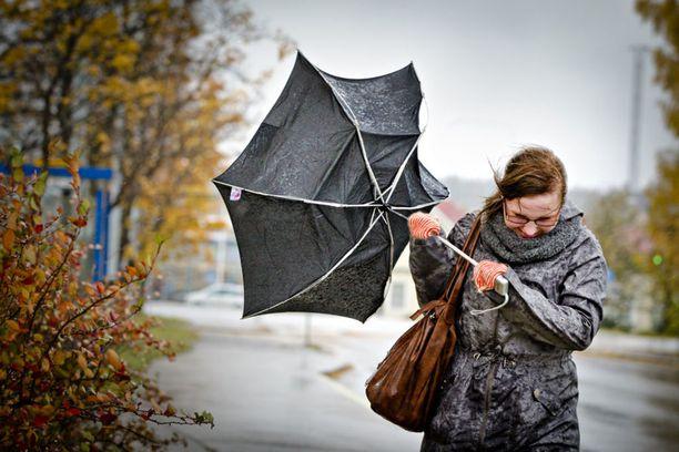 Tiistaina voimakas kylmä viima viilentää tunteita koko Suomessa.