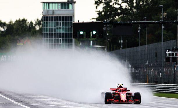 Kimi Räikkönen keräsi ahkerasti ratadataa Monzan ensimmäisissä treeneissä.