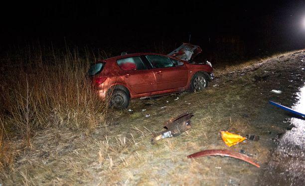 Onnettomuus sattui 9-tiellä Kylmäkosken Nesteen huoltoaseman kohdalla täysin suoralla tiellä.