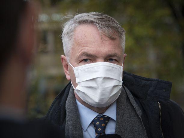 Keskusrikospoliisi on epäillyt ulkoministeri Pekka Haavistoa (vihr) virkarikoksesta ja yhteistoimintavelvoitteen rikkomisesta.