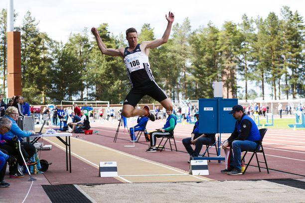 Lauantaina Jyväskylän tähtikisoissa Roni Ollikainen hyppäsi 759.