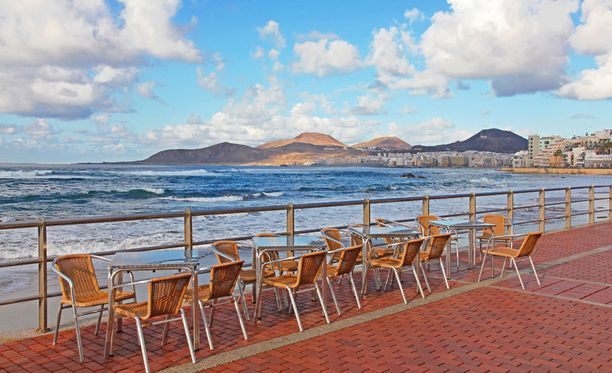 Playa de las Canteras -ranta sijaitsee aivan Las Palmasin keskustassa.