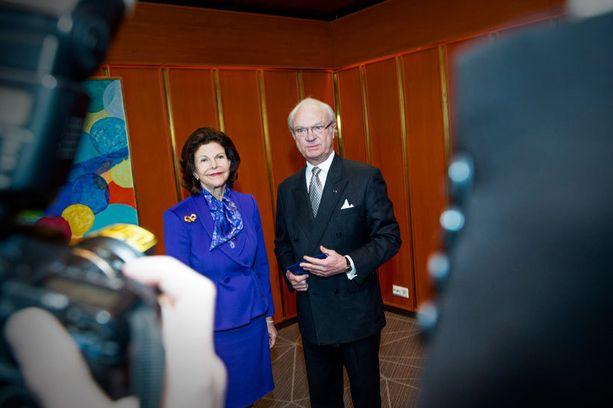 Kuningatar Silvia ja kuningas Kaarle Kustaa vierailivat Hanasaaren kulttuurikeskuksessa.