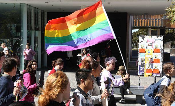Äänestys samaa sukupuolta olevian avioliitosta on kuuma kiistanaihe Australiassa.