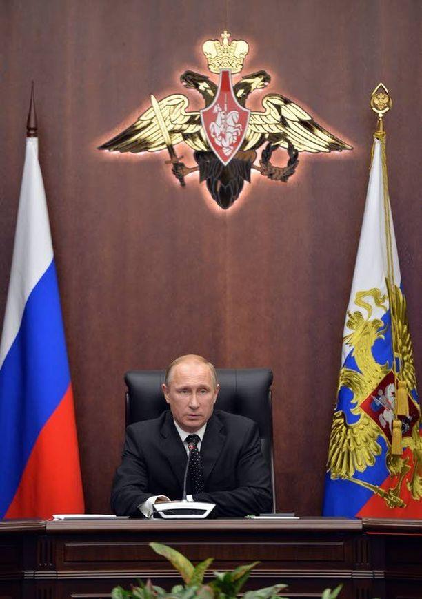"""Jos Venäjän toimintaan Ukrainassa ei puututa, voi Putin lähteä """"suojelemaan etnisiä venäläisiä"""" jopa Baltiaan, tutkijat varoittavat."""