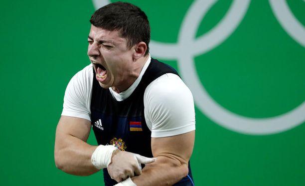 Karapetyan karjui tuskissaan epäonnistuneen noston jälkeen.