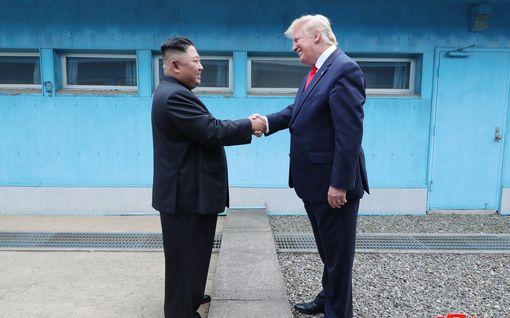 Kohukirjan kirjoittanut Bolton: Kim Jong-un nauraa makeasti Trumpin kuvitelmille ystävyydestä