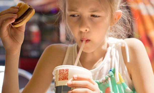 Runsas sokerin käyttö on havaittu monella tapaa ihmiselle haitalliseksi.