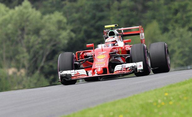 Kimi Räikkönen nousi Vettelin ja Rosbergin lähtöruuturangaistusten myötä aika-ajojen neljänneksi.