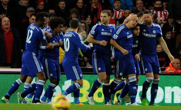 Chelsea juhli 2-0-voittoa Britannia Stadiumilla.
