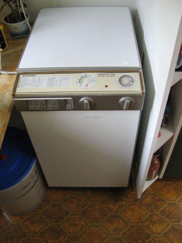 Mäkelän pyykinpesukone on toiminut 25 vuotta.