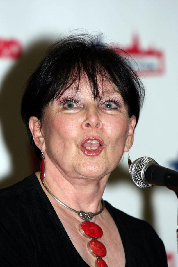 Yvonne Craig otti vuonna 2010 osaa Batman-tähtien jälleennäkemiseen sarjakuvatapahtumassa.