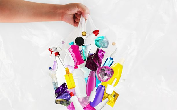 Muovi ei itsessään ole pahasta - kunhan sen käyttöikää pidentää kierrättämällä.