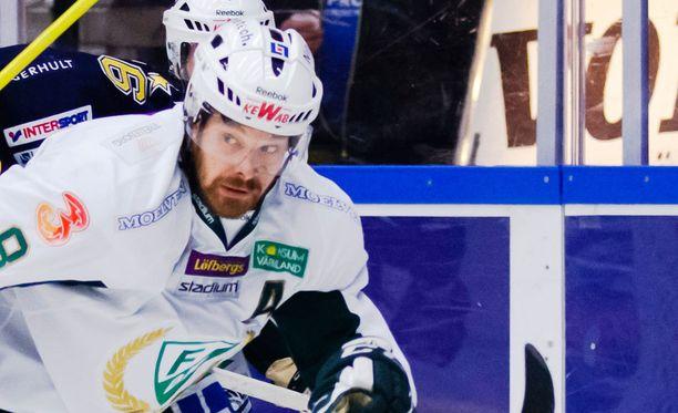 Sanny Lindström uskoo, että maalivahtipeli on Suomen keskeisin heikkous.