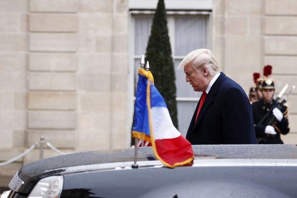 Trump saapui Elysée-palatsille muiden juhlallisuuksien jälkeen.