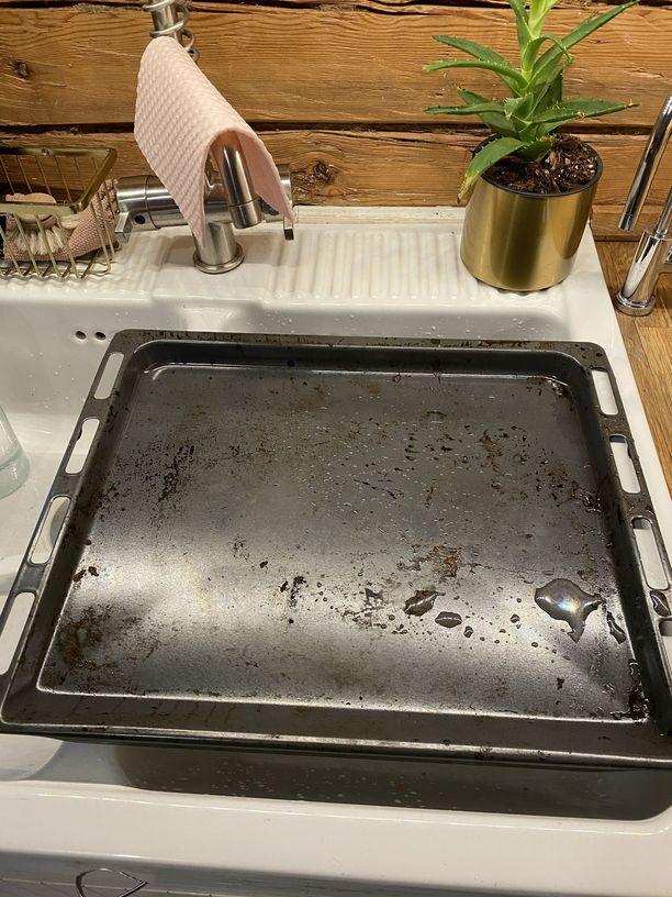 Tältä Eijan pelti näytti ennen puhdistusoperaatiota.