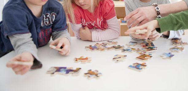 Helsinki, Espoo ja Vantaa ovat kaikki korottaneet lastentarhanopettajien palkkoja äskettäin. Nyt henkilöstöä vuokraava Seure nosti myös palkkoja.