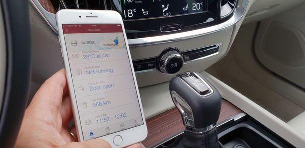 Volvon ovet voi lukita ja avata etänä ja auton voi jopa käynnistää etänä. Kännykän kautta voi tarkastella auton muitakin tietoja.